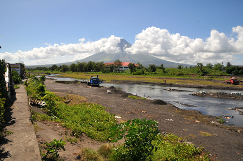 mayon from river.jpg