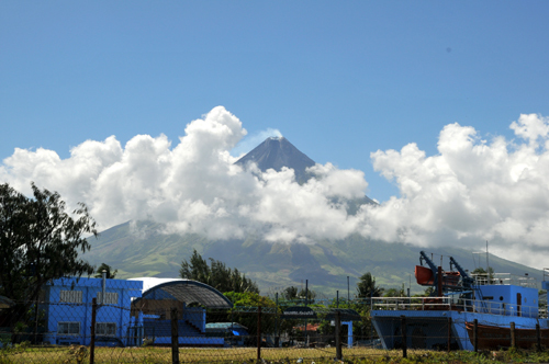 mayon from sea2.jpg